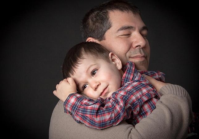 Los abrazos, un buen remedio contra las infecciones según la psicología