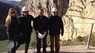 Antonio Banderas pasea su amor por las alturas de M�laga