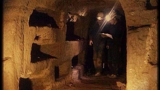 sepulcrodelosscipioni catacumbas  644x362 - Roma subterránea: lagos, tumbas y cloacas que nunca viste bajo la ciudad Eterna