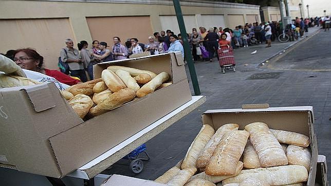 Una parroquia de Valencia ofrece una cena de Navidad a 300 personas sin hogar