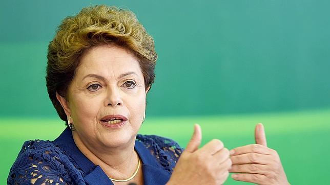 El partido de Rousseff dice que expulsará a los condenados por corrupción