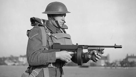 Encuentran el subfusil con el que se fotografió Churchill para inspirar a sus soldados