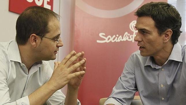 César Luena, junto al secretario general del PSOE, Pedro Sánchez