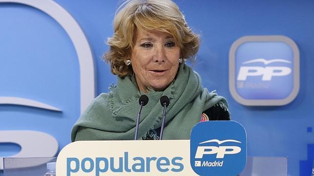 El Gobierno condecora a Esperanza Aguirre por sus «méritos» en Educación