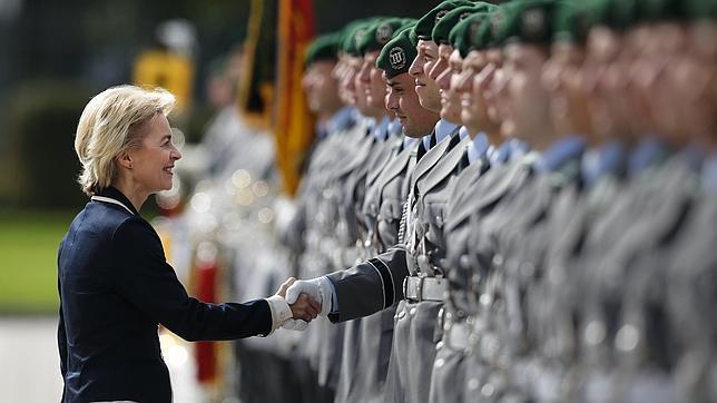 Los hackers han comprobado su teoría con fotos de los dedos de la ministra de defensa alemana