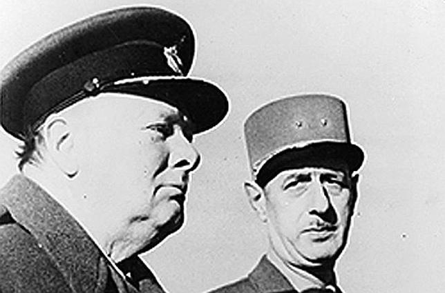 El premier británico junto al líder de la Francia Libre en un acto celebrado en 1943