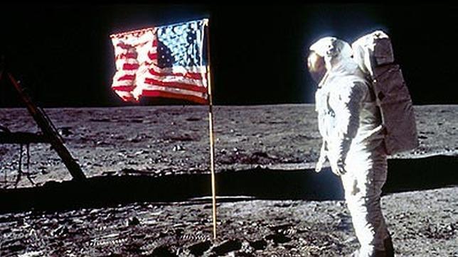 El día que Armstrong y Aldrin regalaron una piedra lunar falsa a un exprimer ministro holandés