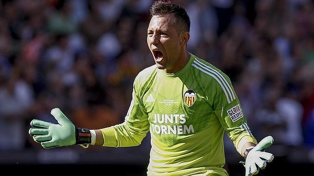 El Valencia CF planea fichar a un meta español que triunfa en el extranjero