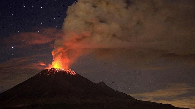 Resultado de imagen para volcanes en erupcion