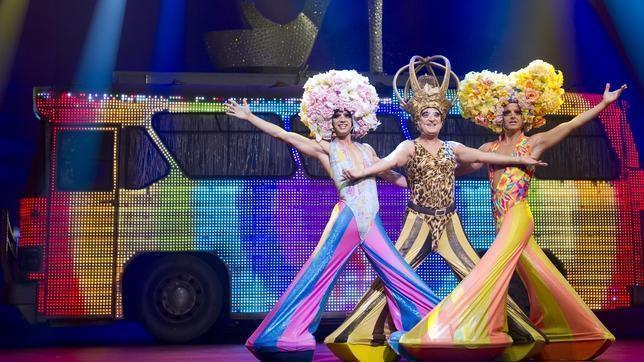 Una de las escenas del musical «Priscilla, reina del desierto»