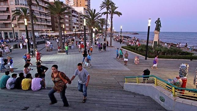 perfiles escolta paseo en Alicante