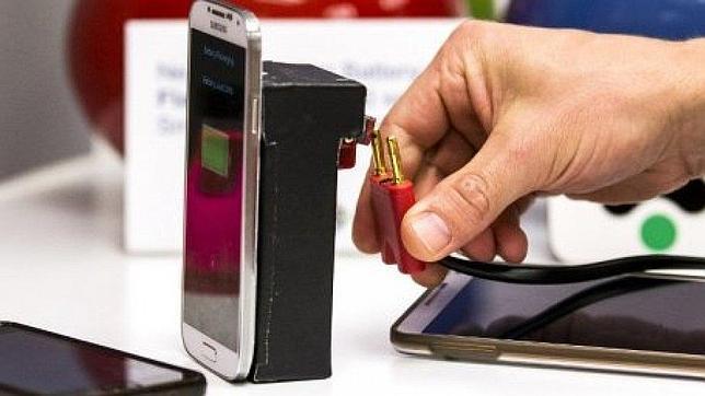 Crean un sistema que carga la batería de los «smartphones» en dos minutos