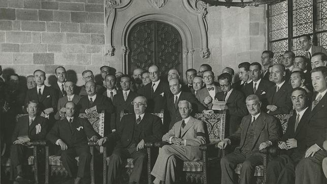 Azaña, con el presidente de la Generalitat, Francesc Macià, en la entrega del Estatuto a Cataluña, en 1932