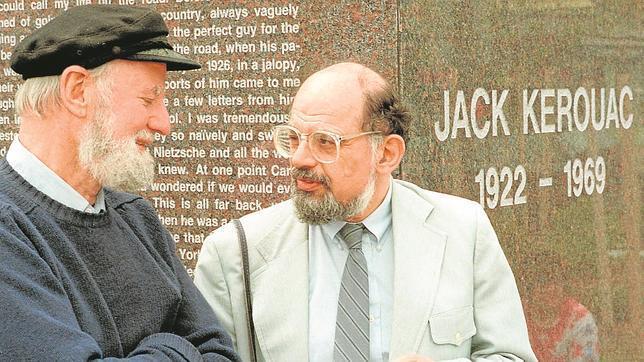 Lawrence Ferlinghetti y Allen Gingsberg, ante la tumba de su gran amigo Jack Kerouac