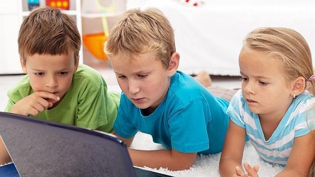 Los niños estudian ya desde edad temprana programación informática