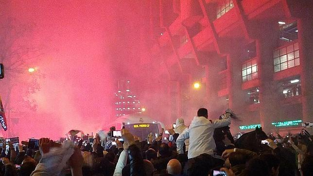 La Policía, a caballo, abre paso al Madrid, bloqueado en Concha Espina