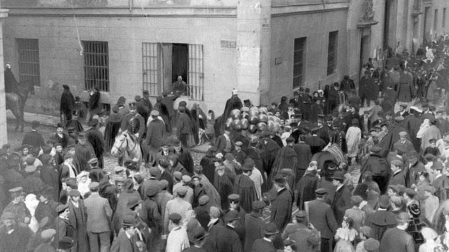 Del «Cerdo del Concejo» a las «Vueltas de San Antón»: historia del patrón de los animales