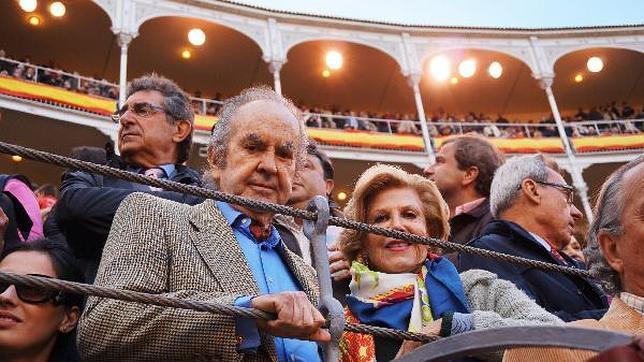 Alberto Bailleres y su mujer, Teresa, en una barrera de Las Ventas el pasado San Isidro