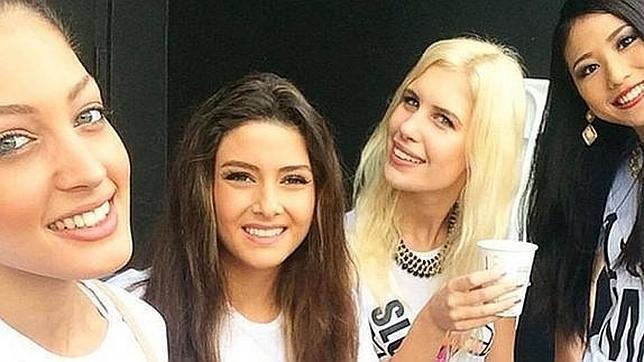 De izquierda a derecha, Miss Israel, Miss Libano, Miss Eslovenia y Miss Japón.