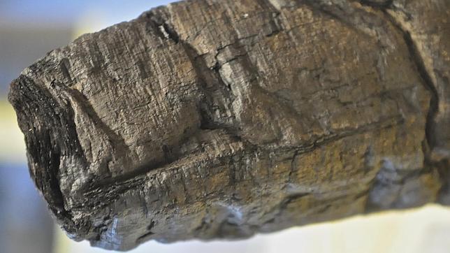 Uno de los papiros carbonizados de los que el TAC por capas está extrayendo textos