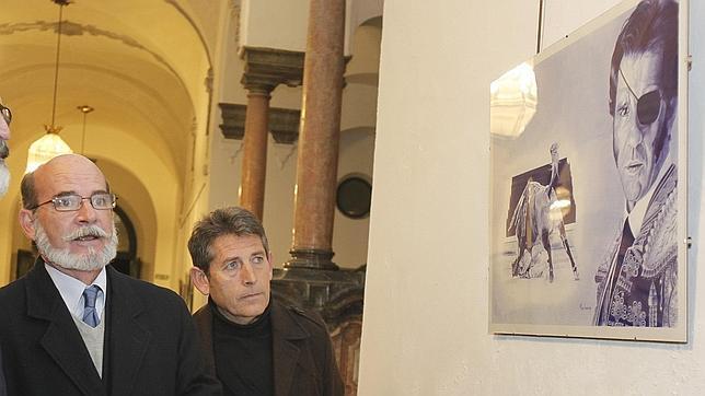 Las cicatrices de la cornada a Juan José Padilla, pintadas en un retrato con boli bic