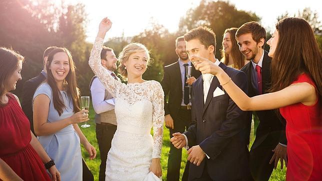 Los amigos que fueron a tu boda saben cuánto vivirás