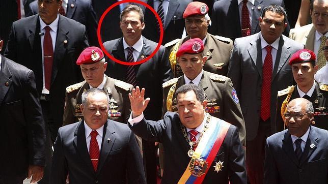 Leamsy Salazar, en la tercera fila (tras Diosdado Cabello y Hugo Chávez), en el día de la Independencia de Venezuela de 2012