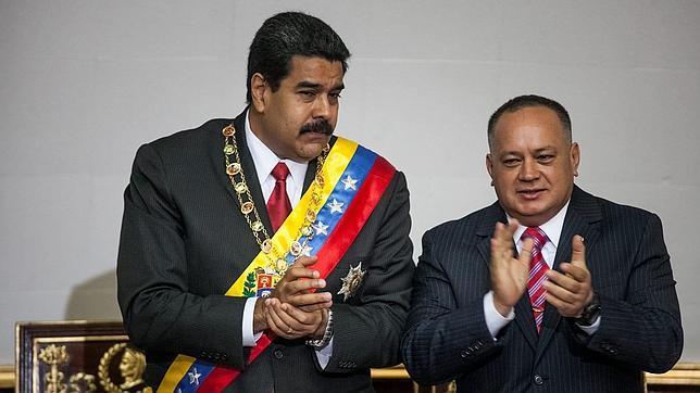 Nicolás Maduro y Diosdado Cabello conversan discretamente durante un acto en la Asamblea Nacional en julio de 2014