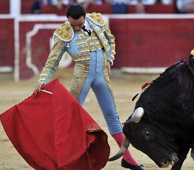 Enrique Ponce se siente en el muletazo