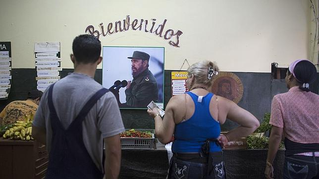 Fidel Castro asegura que no confía en Estados Unidos pero respalda una «solución pacífica»