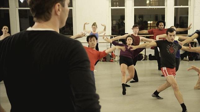 El baile social exige tomar una sucesión de decisiones múltiples con celeridad. Activa el cerebro y no lo hace de forma preestablecida