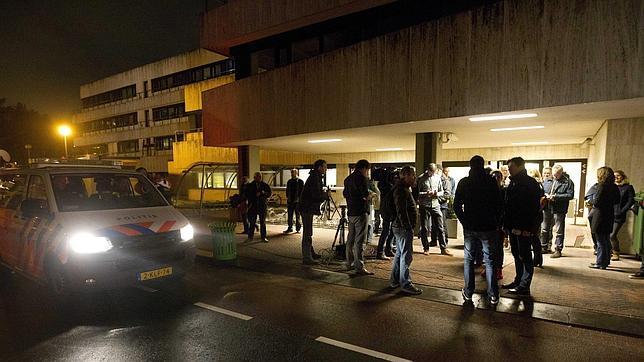 Todo el personal de la televisión fue evacuado durante horas y la emisión permaneció suspendida