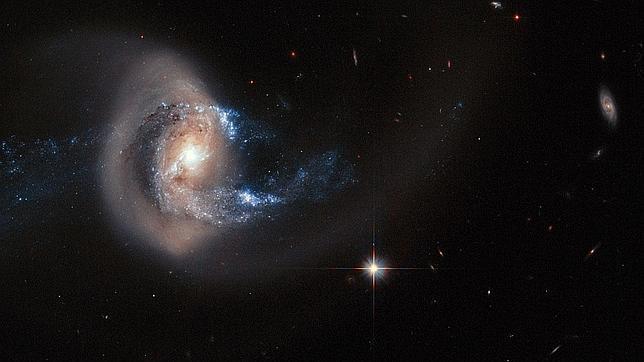 El Hubble espía el choque de dos galaxias