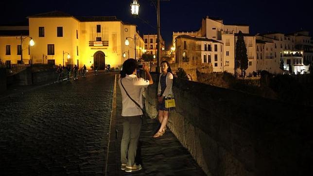 Turistas en el Puente Nuevo de Ronda