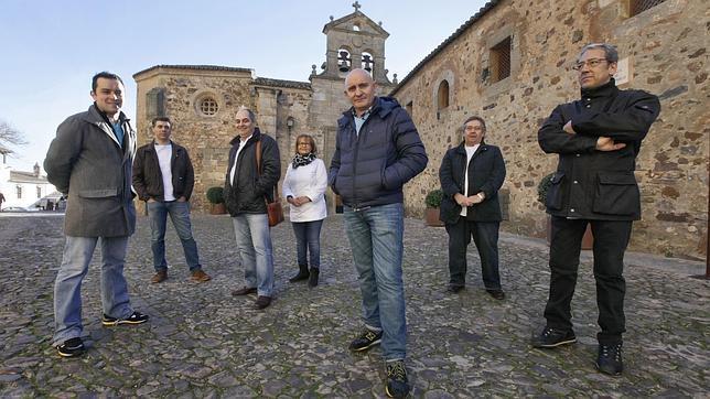 De izquierda a derecha, los cocineros cacereños F. Javier Refolio («Corregidor»), Javier Martín, Manuel Espada (restaurante «Eustaquio Blanco»), Alicia Ortiz («Castillo de la Arguijuela»), Toño Pérez («Atrio»), César Ráez («Torre de Sande») y Pablo Medrano («Oquendo»)