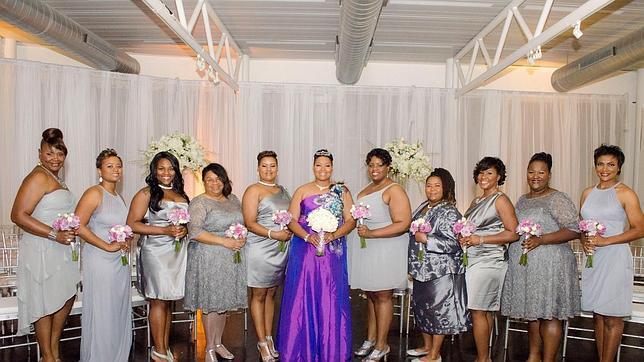 Una mujer se casa consigo misma tras llegar soltera a los 40