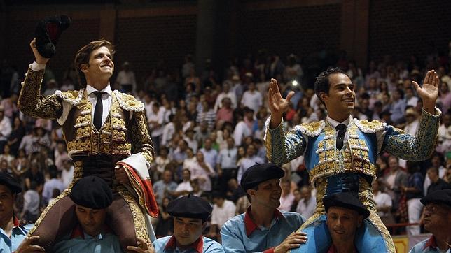 Un perfecto Juli forma un lío en Medellín y sale a hombros con Bolívar