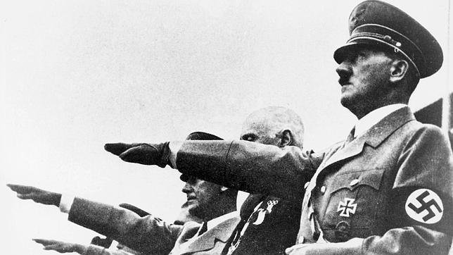 Aunque Adolf Hitler prohibió este tipo de prácticas, sus militares se dejaban aconsejar por los astrólogos