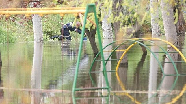 Parque inundado en Pradilla de Ebro (Zaragoza) en una de las riadas de los últimos años