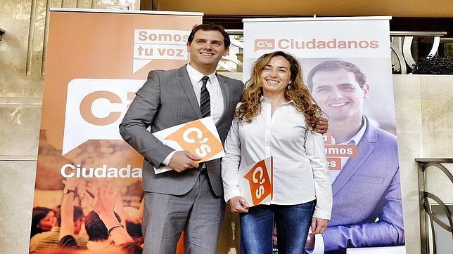 Imagen de Carolina Punset junto a Albert Rivera, este lunes en Valencia