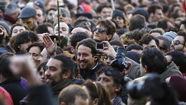 Una jauría tuitera defiende a Podemos de sus críticos en las redes