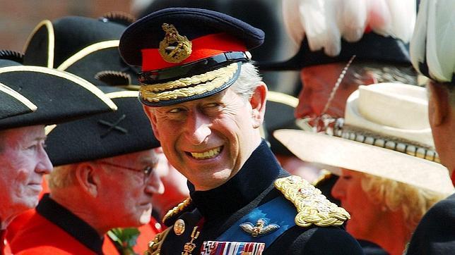 La nueva biografía de Carlos de Inglaterra asegura que estuvo a punto de detener su boda en 1981