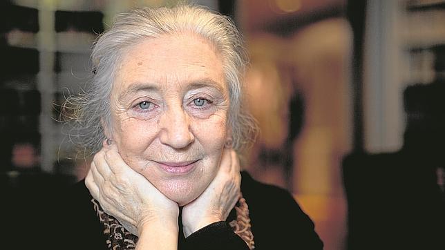 Clara Janés: «Encerrarse en el convento traía mucha libertad individual»