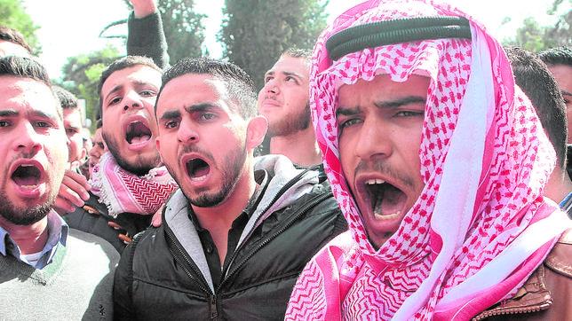 Jordania se une en torno a Abdalá II y pide más venganza contra el Estado Islámico