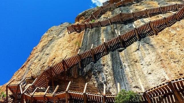 Las sendas elevadas más escalofriantes de España