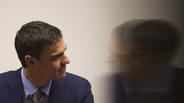 El PSOE teme que el CIS le consolide hoy como tercer partido en estimación de voto