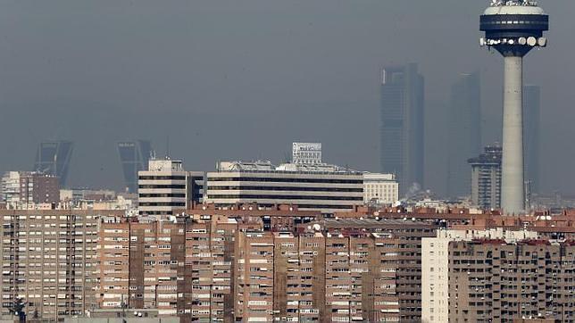 El cielo gris de Madrid por la alta densidad de contaminación en la capital