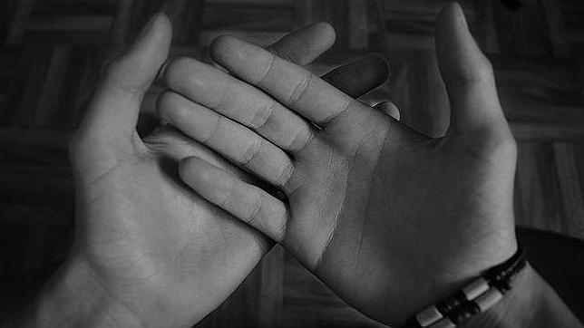 Descubre si tu pareja es infiel con solo mirarle las manos