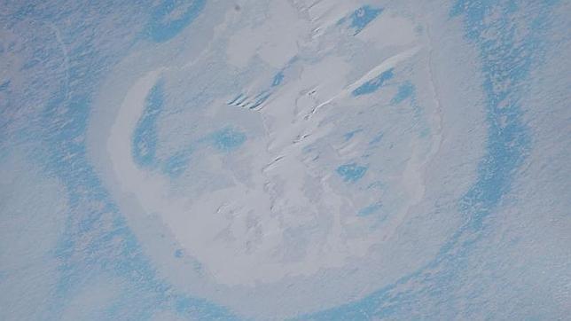 Imagen aérea del cráter en la Antártida