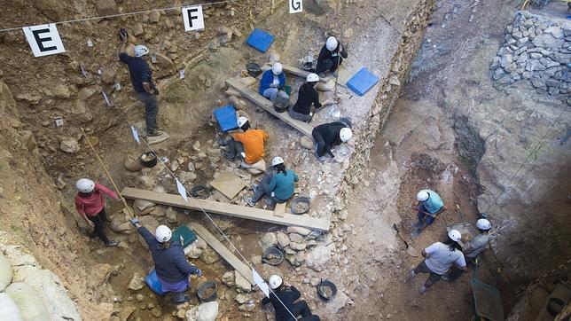 Sesión de trabajo en la Sima del Elefante, en Atapuerca